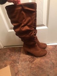 Brand new/never worn Le Chateau suede boots Cambridge