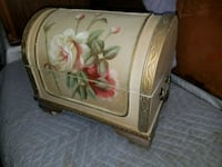 beige and red floral jewelry box Modesto, 95356