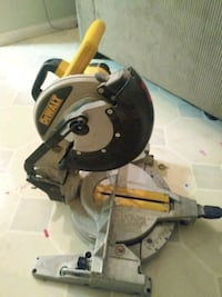 Dewalt 10 in compound mitre saw excellent condition