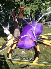 Purple, black, and yellow inflatable spider Québec, G1S