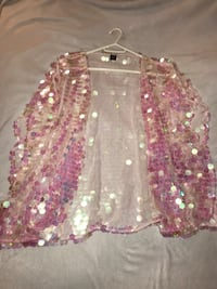 women's pink and white floral skirt