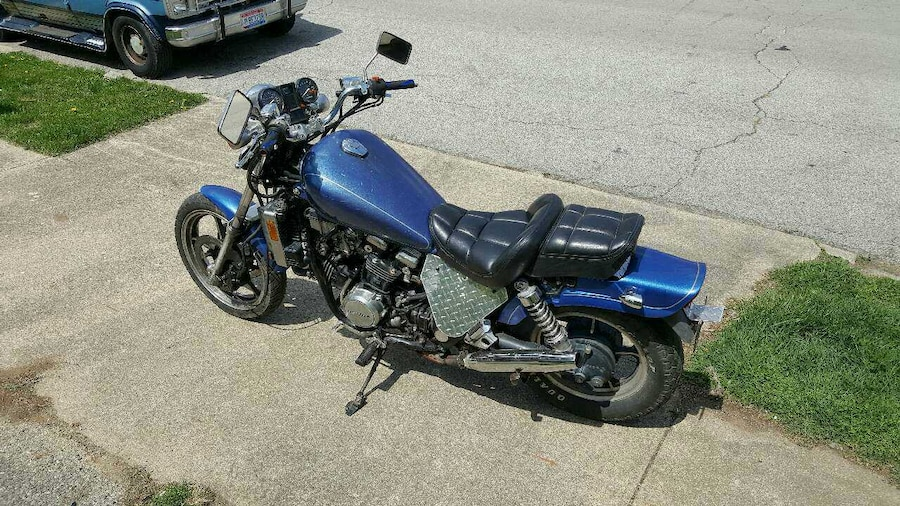 Honda Shadow Historia Ktora Zyje Do Dzis besides 191942183865 likewise Honda Magna besides ViewVehicle also Honda Magna Vf700c 2c002673 Eafe 46b5 Becc 830e14e2d5d5. on 1985 honda magna vf700c