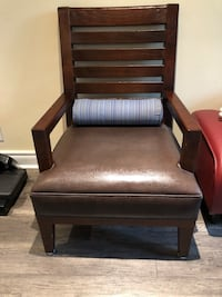 Brown Armchair Wood/Leather Toronto, M3B