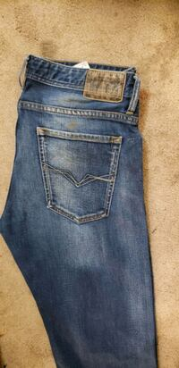 GUESS JEANS MENS SIZE 31 Calgary, T2B 0H6