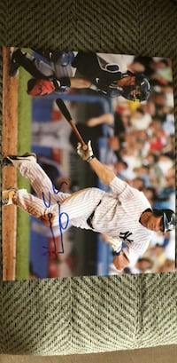 Johnny Damon Autographed Yankees picture Brick, 08724