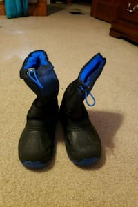 pair of black-and-blue Size 3 youth snow boots Nottingham, 21236