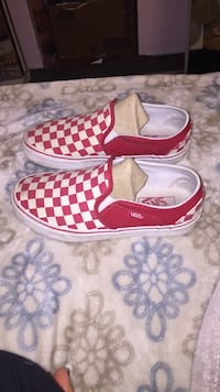 Cute red checkered vans size 7 in women's Port Coquitlam, V3C 1N2