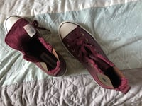 Brand New Burgundy and Gold Converse $30 Houston, 77047