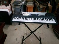 Yamaha key board with stand Vaughan, L4L 9R9