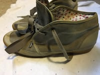 Women's Keds mid boots. Size 10 New York, 10035