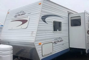 2005 Jayco Jay Flight 31 Ft. This a single owner travel trailer that was purchased locally