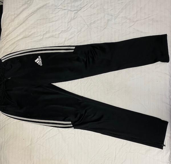 Adidas joggers youth large 2ccdfac5-481d-4529-9ade-330c97f6a62f