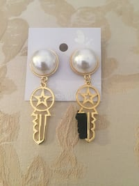 Pearl and gold hanging key earrings Carlsbad, 92008
