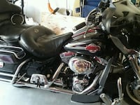 black and gray touring motorcycle 634 mi