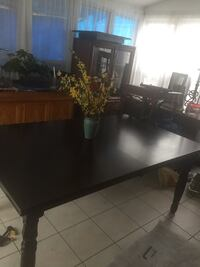 Dinning table with leaf and table pad 200 mi