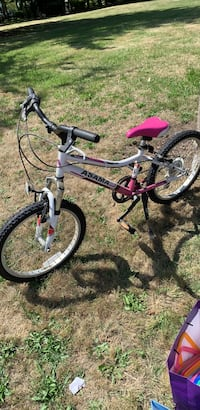 Girls bike 6 speed like new good tires and brakes