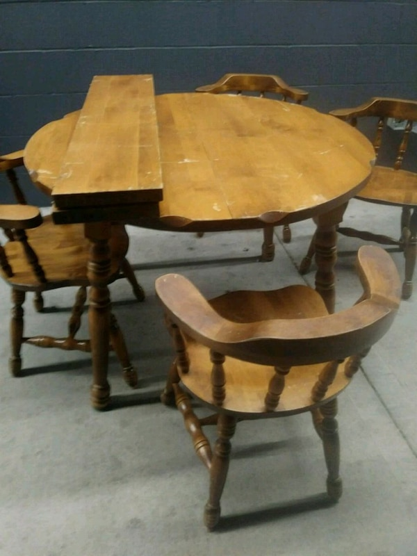 Sm apartment size table w/ 4 chairs