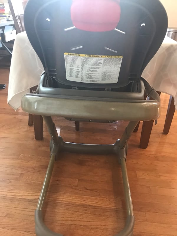 Graco High Chair 664b870c-d2e2-495e-b29d-d5b1917f0787