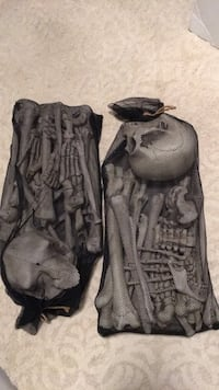 """Halloween plastic skeleton """"parts"""". 2 bags, lightweight, probably not waterproof, never used or taken out of the packaging. 46 km"""