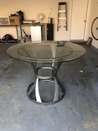 Round clear glass top table with gray metal base Columbus, 43016