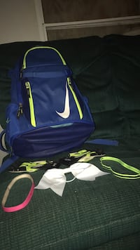 Bat bag and bow and some head bands and batting gloves all for 60$ all in really good condition  Pelahatchie, 39145