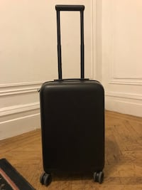 Novi Connected 22 (smart luggage by Incase) New York, 10024