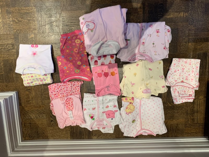Girls size 12-18 months clothing 24635412-b509-4416-8e08-04bea34bf8af