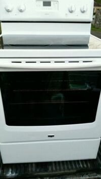 Like new electric stove 6 months warranty  Lincolnia, 22312