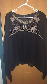 Black floral top , sheer sleeves , medium, new St Catharines, L2T