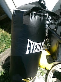 black Everlast heavy bag with stand Manassas, 20109