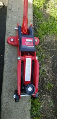 red and black hydraulic car jack District Heights, 20747