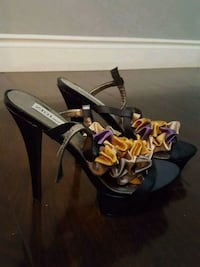 pair of black-and purple sandals Toronto, M9V 5E3