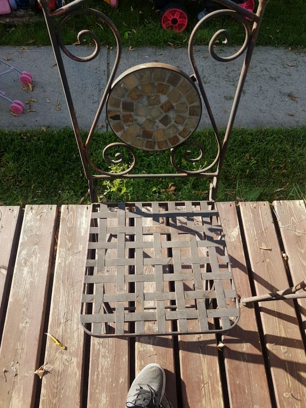 patio table an chairs  5f33d856-21cd-4d9a-9252-3210f86075d4