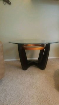 round brown wooden side table Vancouver, 98664