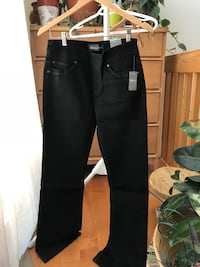 black and gray pants and pants Québec, G1S 4T6