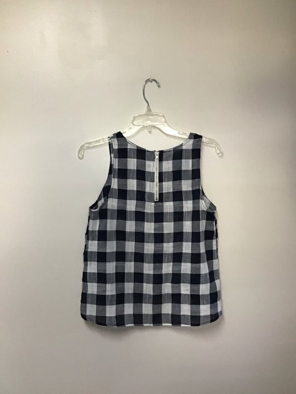 Junior ONE CLOTHING navy & white sleeveless top with back zipper-small 7bab324f-a573-4aa2-80f9-4f9181744793