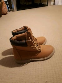 pair of brown leather work boots Kelowna, V1X 4P3
