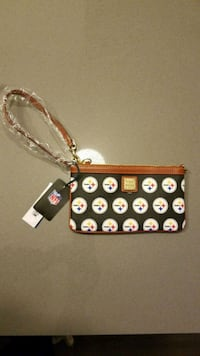 Dooney and Bourke Wristlet - Steelers 41 km