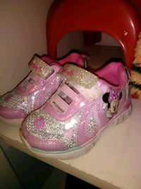 Sz 6 light up Minnie mouse shoes Redding, 96002
