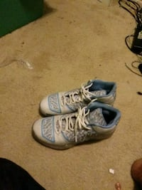 pair of white Nike basketball shoes Dale City, 22193