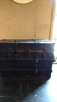 Antique trunk Roseville, 95678