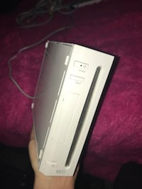 Wii, 2 controllers, nunchuck, 5 games Maryville, 37804