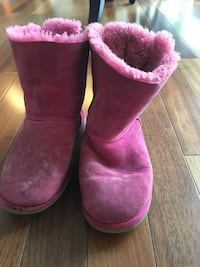 Size 5 pink uggs short