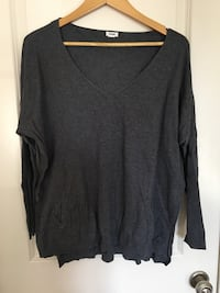 black v-neck long-sleeved shirt Edmonton, T6M 2X1