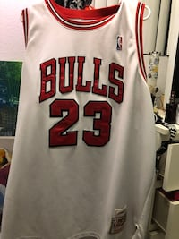 White and red chicago bulls 23 jersey xxl  Downey, 90241