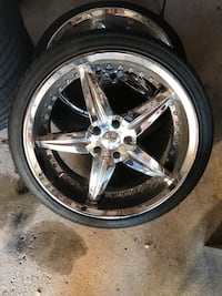 Chrome 5-spoke car wheel with tire Vaughan, L6A 3K1