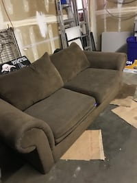 Couch and chair set. $5o Fresno, 93722
