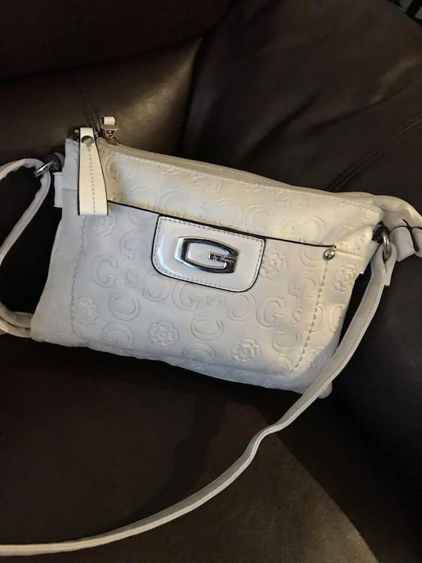 Cross body purse eb024e61-5f54-4ea0-889e-e52d00b0e7cd