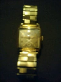 rectangular gold analog watch with link bracelet Springtown, 76082