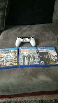 3 PS4 games and controller Columbus, 43229